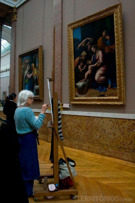 Pintora no Louvre