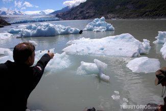 Brincando de jogar pedras no iceberg