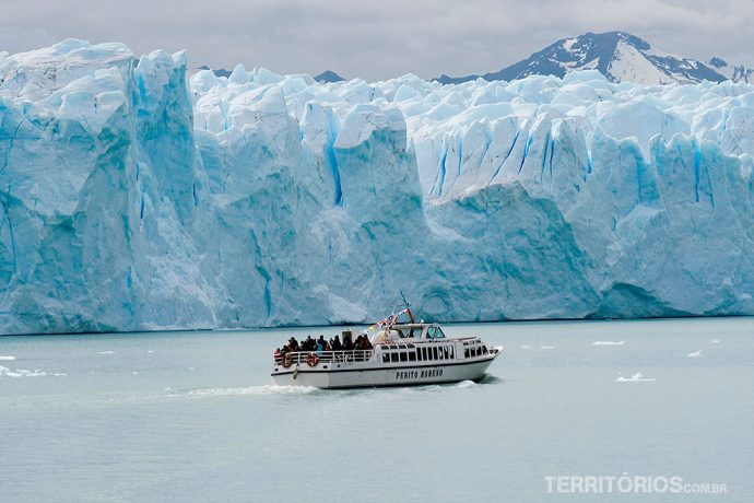 Paredes de gelo chegam a 60 metros de altura