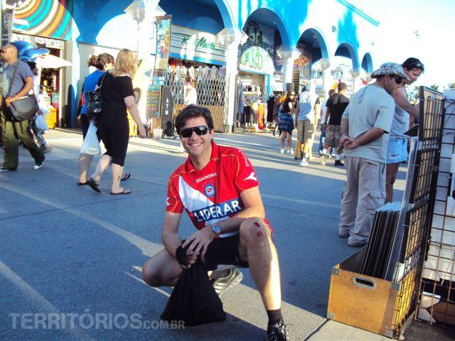 Agustin e  o tombo de bicicleta em Los Angeles