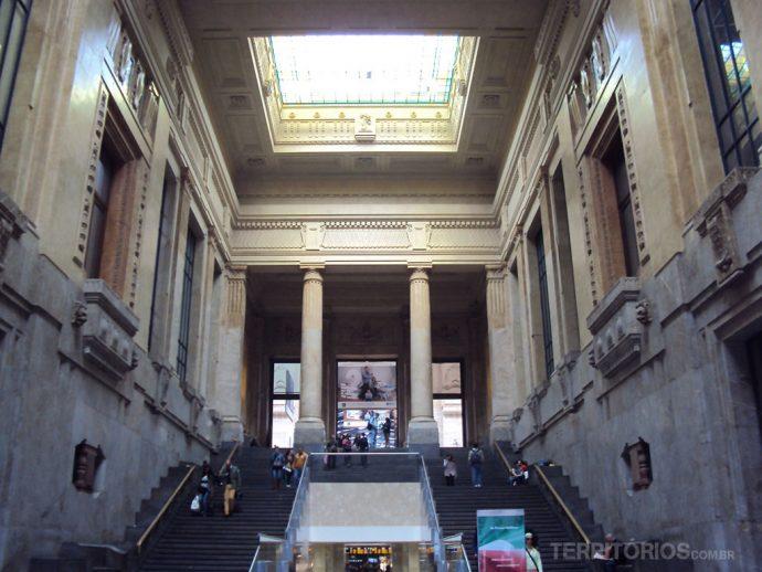 Interior da Estação de trem Milano Centrale