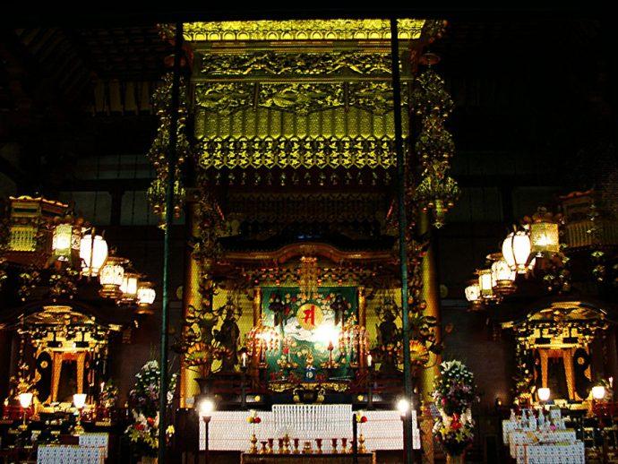 Interior do Templo de Kannon