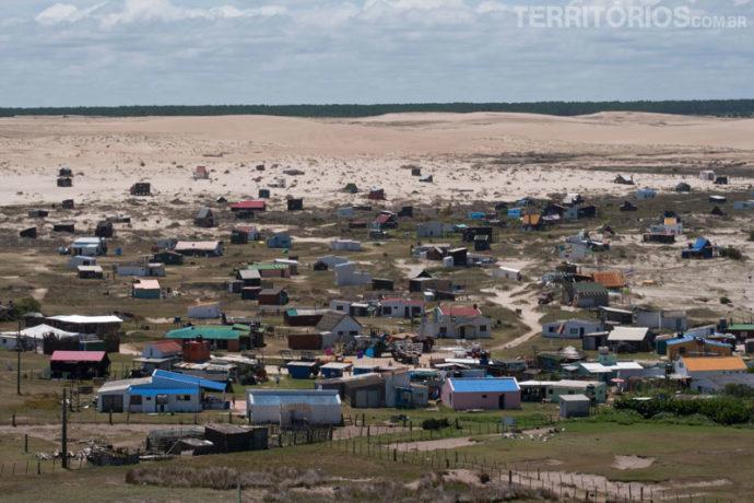 O vilarejo praia inóspita nos anos 2000