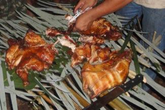 Noite gourmet na selva: tambaqui servido na folha de bananeira