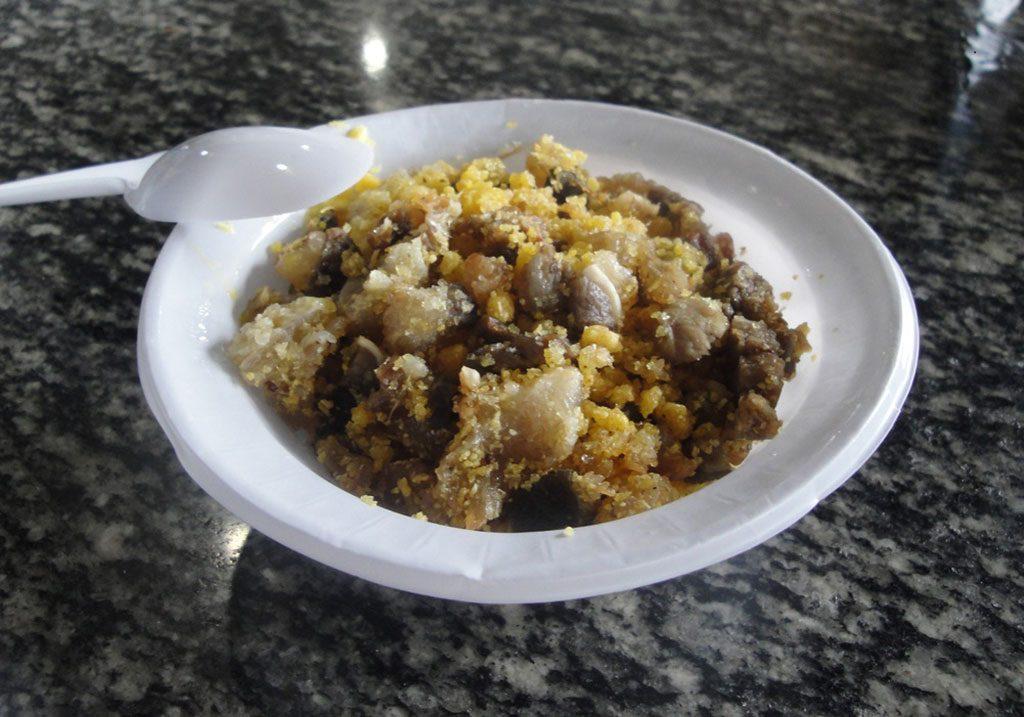 Farofa com carne de cobra, prato típico