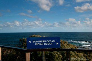 Encontro dos oceanos Indico e Pacífico noCape Leeuwin, final da trilha Cape to Cape, na Western Australia