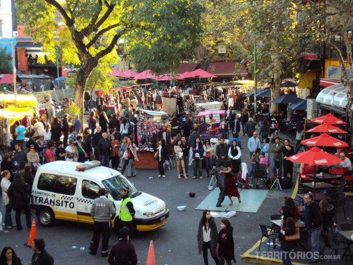 Plaza Serrano, point mais agitado do Soho com feirinha 24hs aos sábados