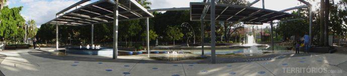Arte cinética brincando com água