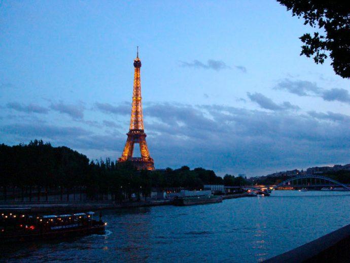 Visual da Torre Eiffel à tardinha