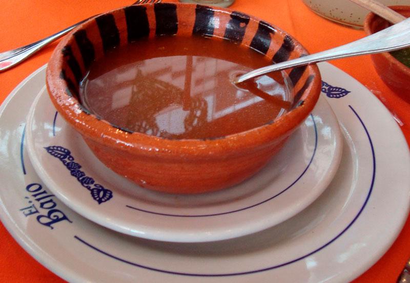 Puchero, sopa com pimenta