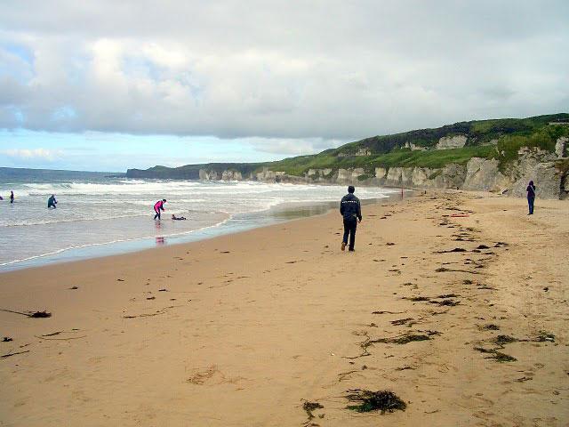 10 graus e irlandeses praticando surf10 graus e irlandeses praticando surf