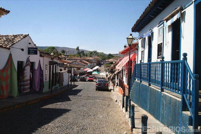 Ruas cheias de lojas de artesanato em Pirenópolis