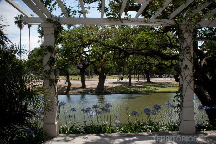 Lago no meio do parque 3 de Febrero