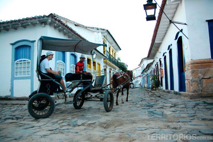 De charrete pelo centro histórico seria uma das aventuras se não fosse o coitado do cavalo