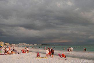 Praia em Sarasota bom mesmo em dia nublado
