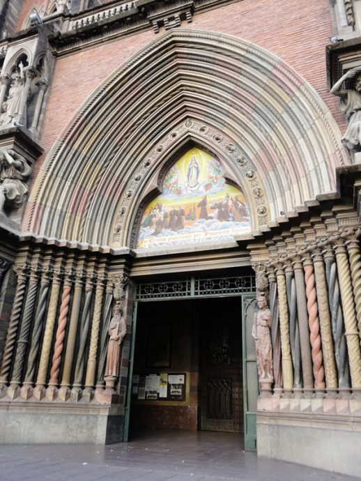 Detalhe da entrada da igreja