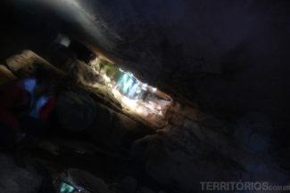 No interior da caverna