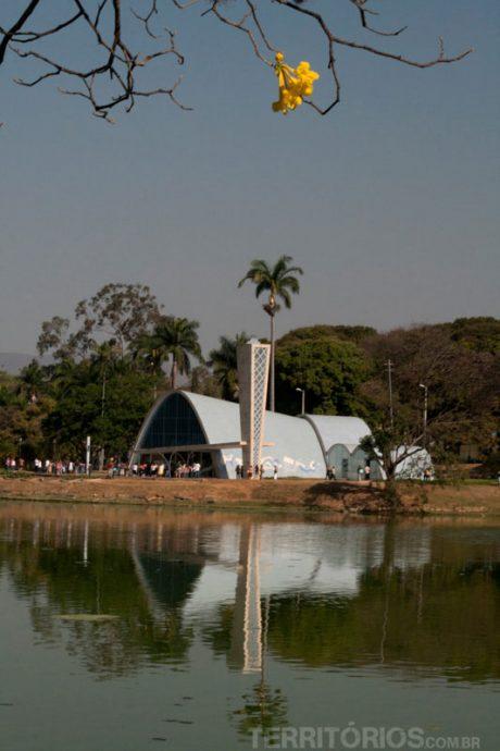 Lago e igreja da Pampulha