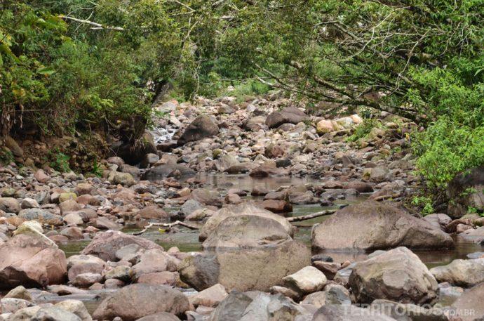 Havia uma pedra no meio do caminho... no meio do caminho havia muitas pedras