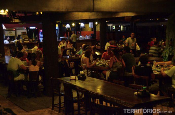 O ambiente do restaurante na Casa do João