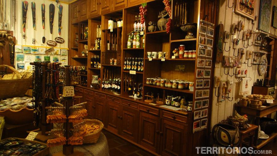Produtos regionais são vendidos no armazém da Casa do João