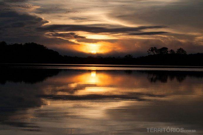 Nascer do sol no rio Juma