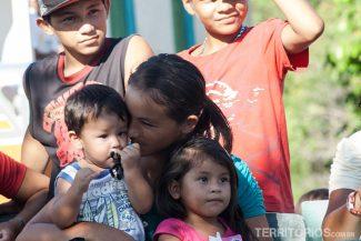 Visita em comunidade ribeirinha em dia de festa