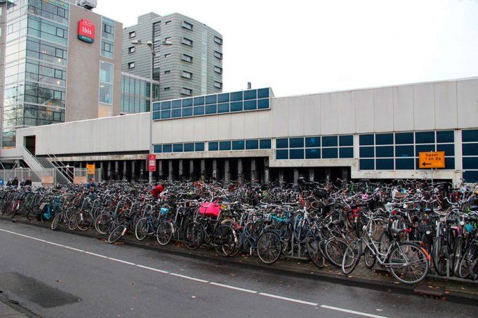 Estacionamento de bicicletas em Amsterdam