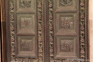 Detalhe da porta de madeira
