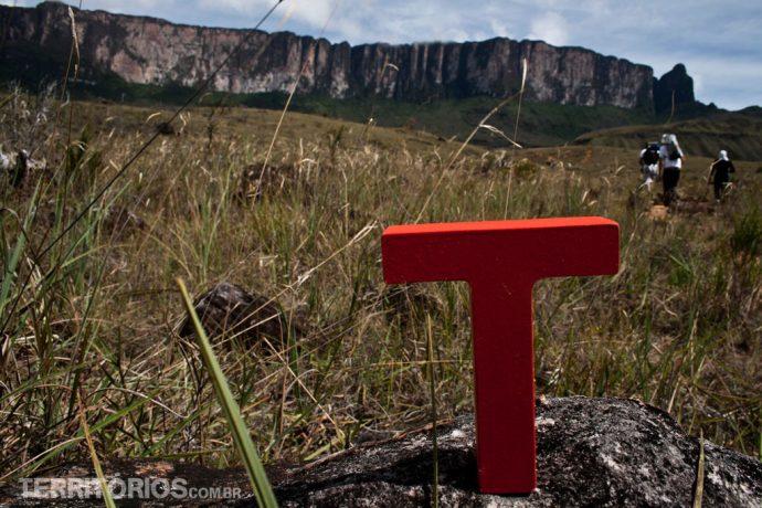 Em frente ao Monte Roraima no segundo dia de caminhada