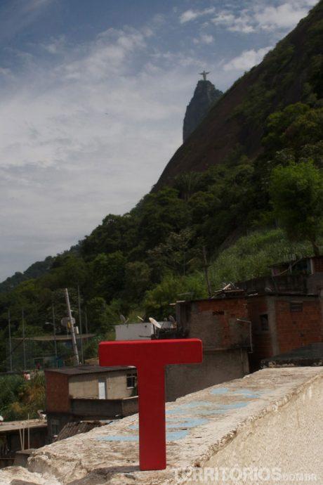Cristo Redentor visto da Favela Dona Marta