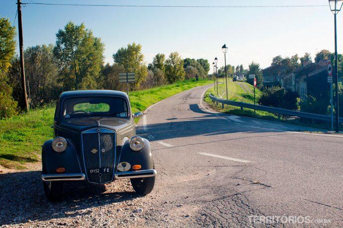 Carro antigo elos arredores de Bondeno