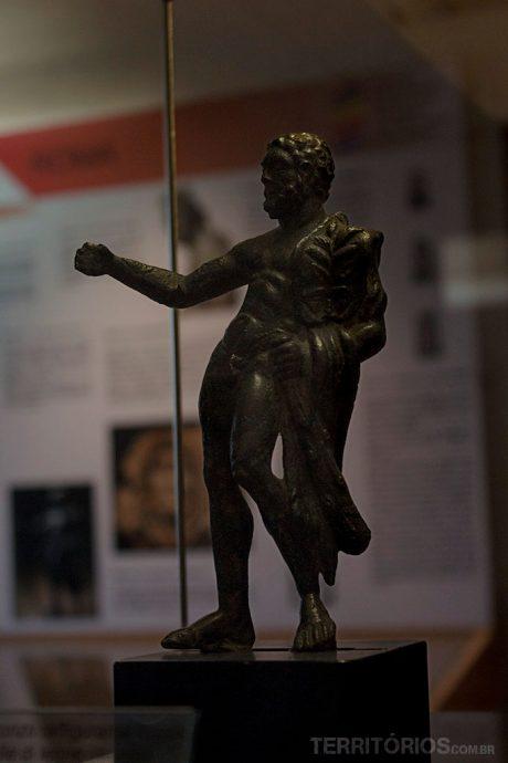 Mini estátua na Casa de Ariosto