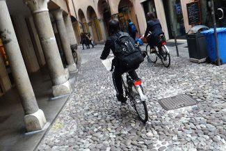 De bike pelas ruas do Guetto