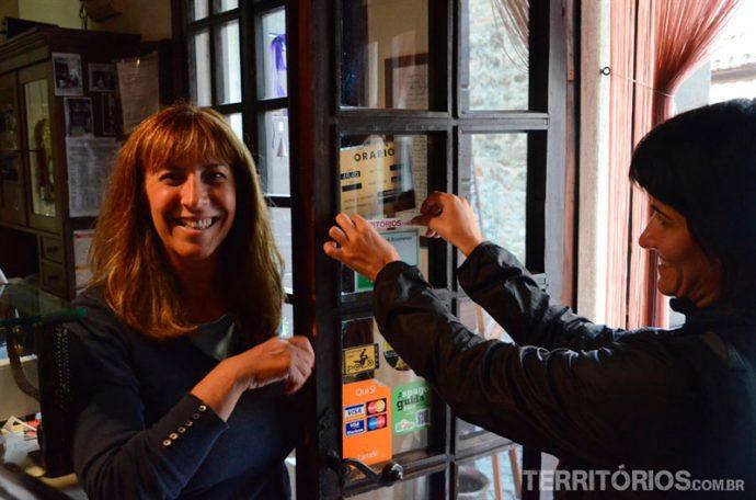 Espalhando o adesivo do Territórios pela Itália, a dona desse restaurante disse estar honrada com minha visita quando falei sobre o blog