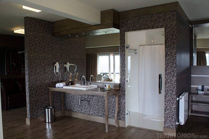 Banheiro em uma das suítes exclusivas para casais