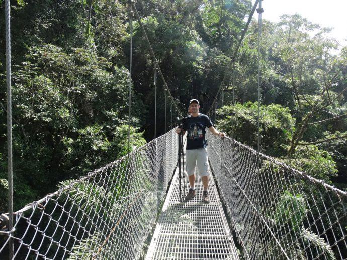 Eduardo na ponte suspensa