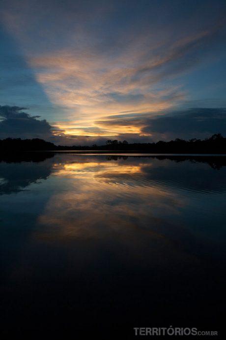 Reflexo nas águas do rio Juma