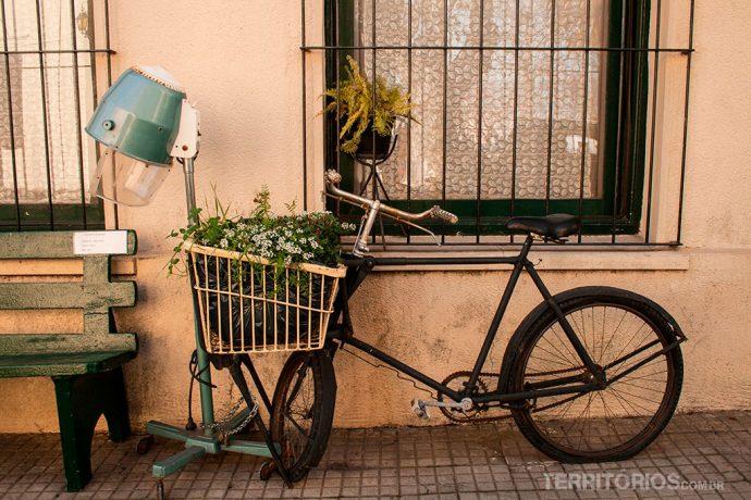 Muitas flores e detalhes nas ruas