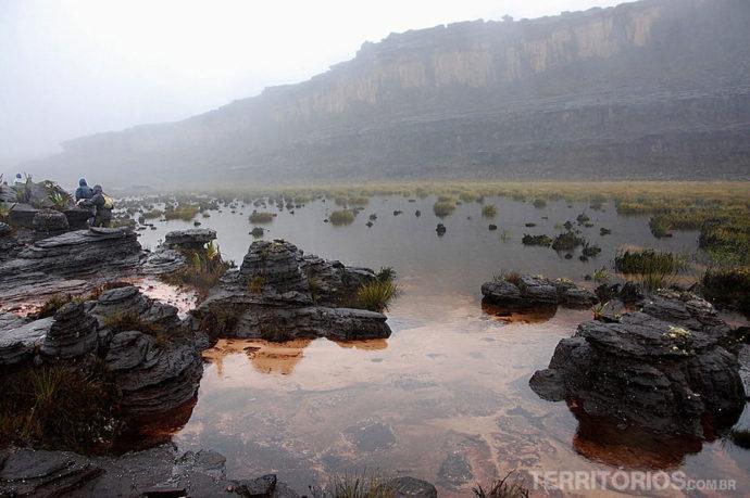 As águas no topo do Monte Roraima