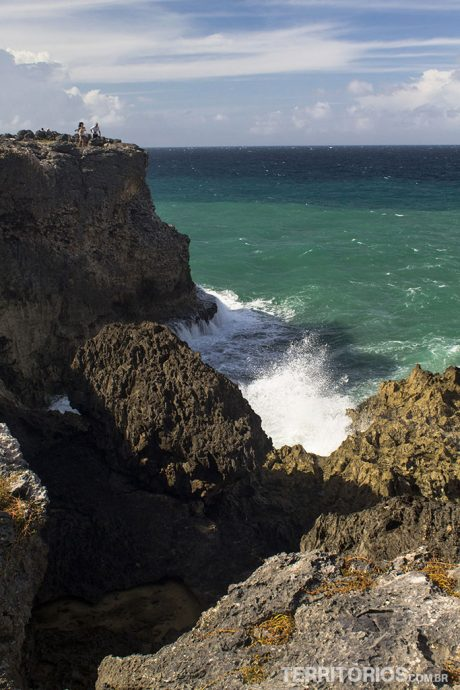 Mar violento em North Point
