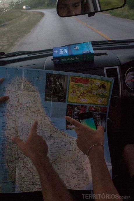 Mapa, gps e guias de viagem para não errar o caminho