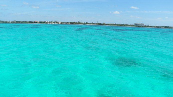Azul incrível do mar do Caribe