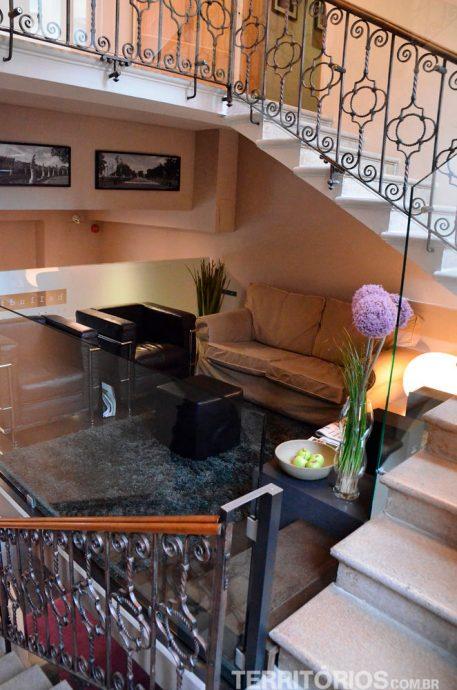 Sala entre as escadas