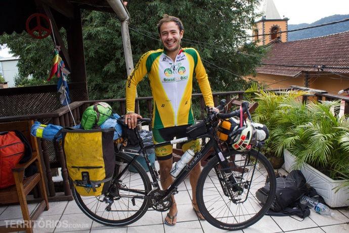Angelveio do México pedalandono projeto A Brasil en Bicie recebeu apoio do El Misti