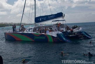 Barco Jammin' e os turistas