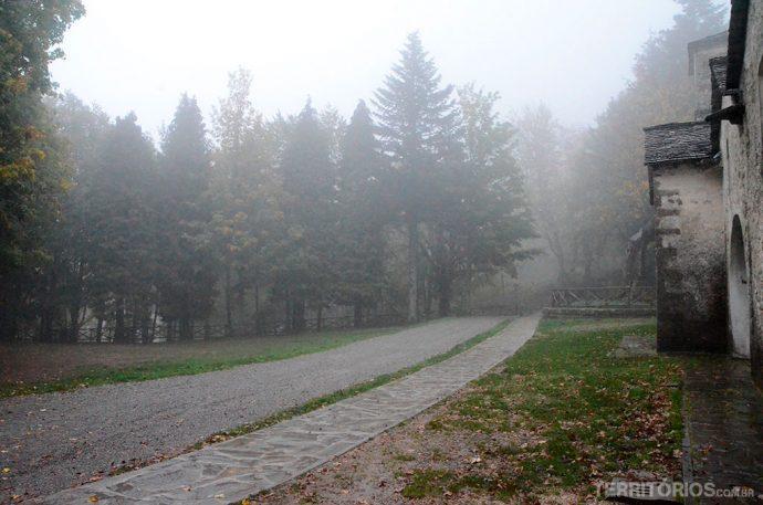 A névoa densa trazendo frio