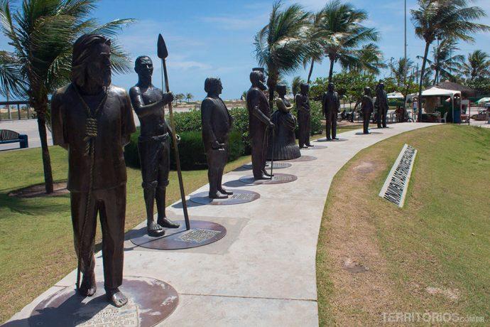 Estátuas homenageiam personalidades da história do Brasil em tamanho real