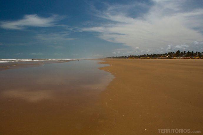 Praia da Atalaia com água morna