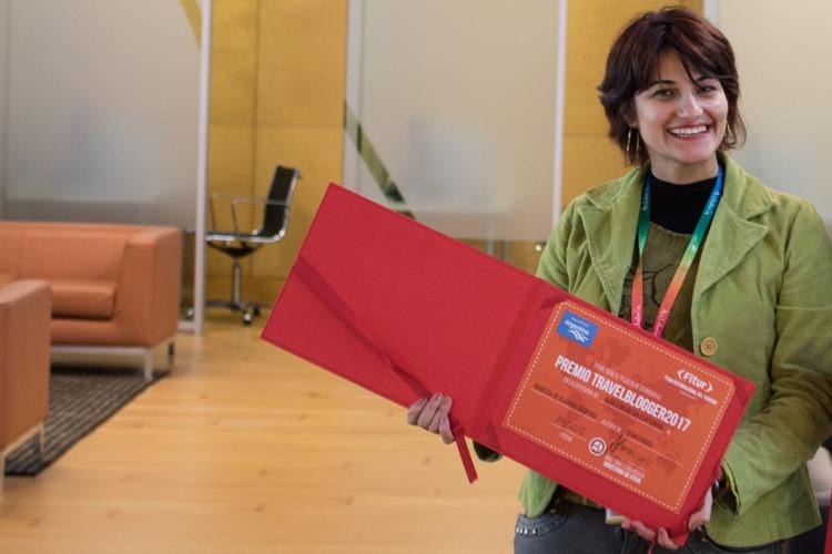 Roberta Martins recebe o prêmio Melhor Conteúdo em Blogs de Viagem na Feira Internacional de Turismo de Madrid - FITUR 2017. Leia mais no Quem Somos.